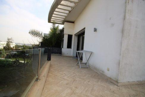 bouskoura-vends-villa-moderne-haut-standing-dans-une-belle-residence-fermee-et-securisee-026