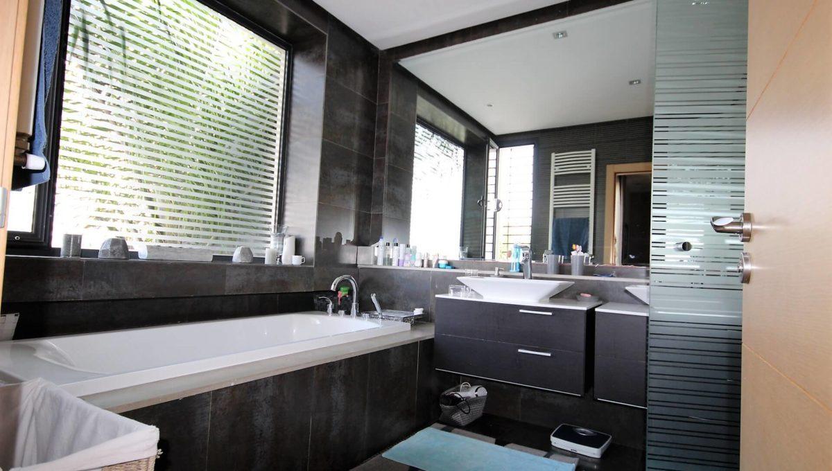 bouskoura-vends-villa-moderne-haut-standing-dans-une-belle-residence-fermee-et-securisee-029