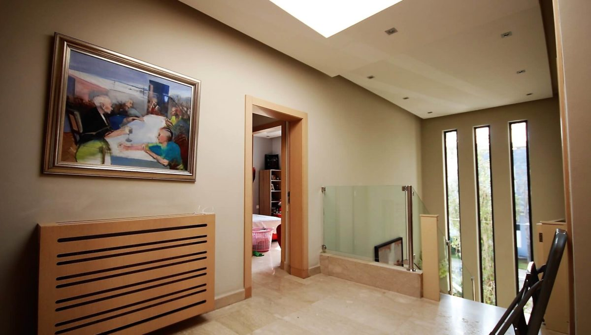 bouskoura-vends-villa-moderne-haut-standing-dans-une-belle-residence-fermee-et-securisee-05