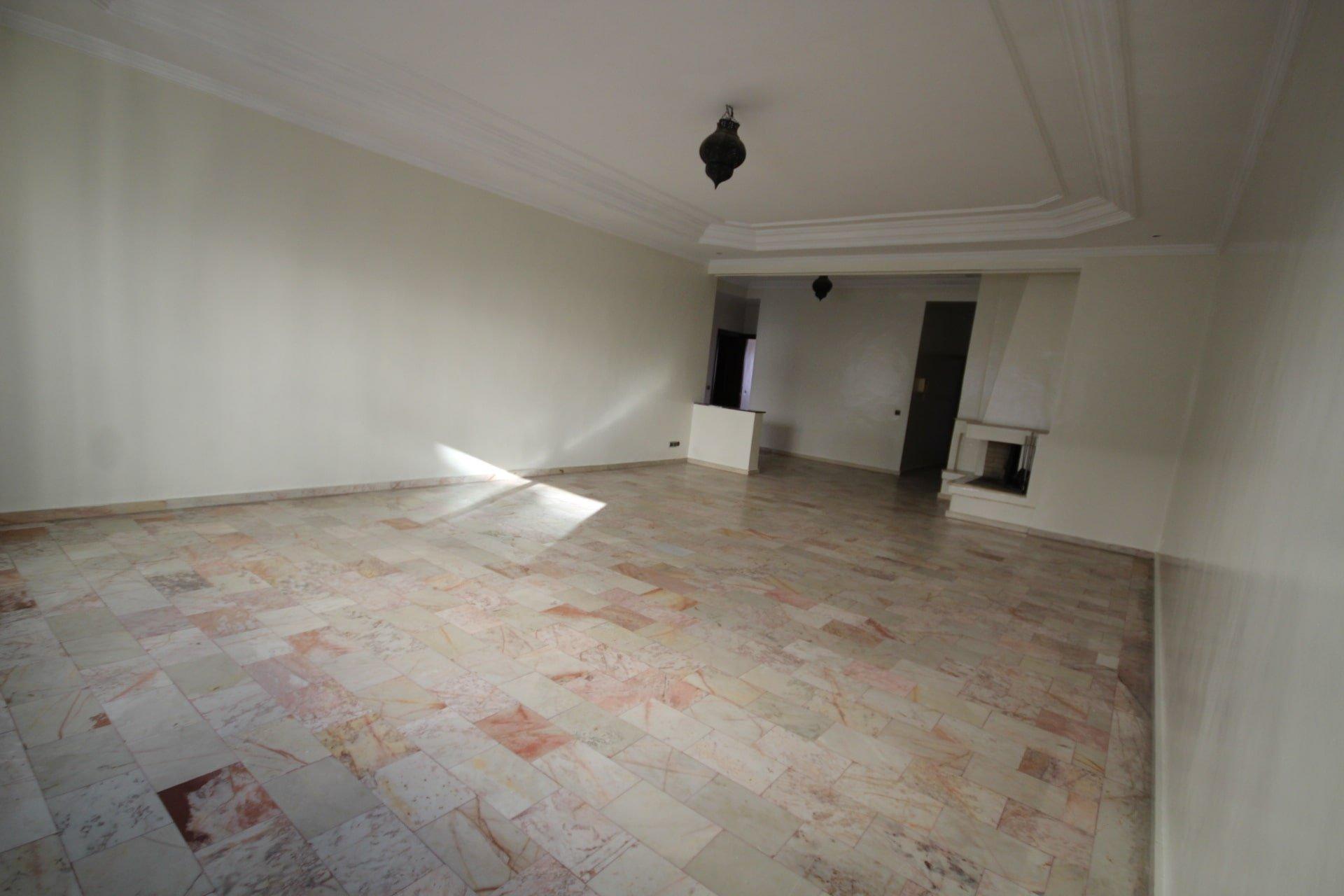 secteur Abdelmoumen à louer vaste appartement 3 chambres de 160 m² (proche des banques)
