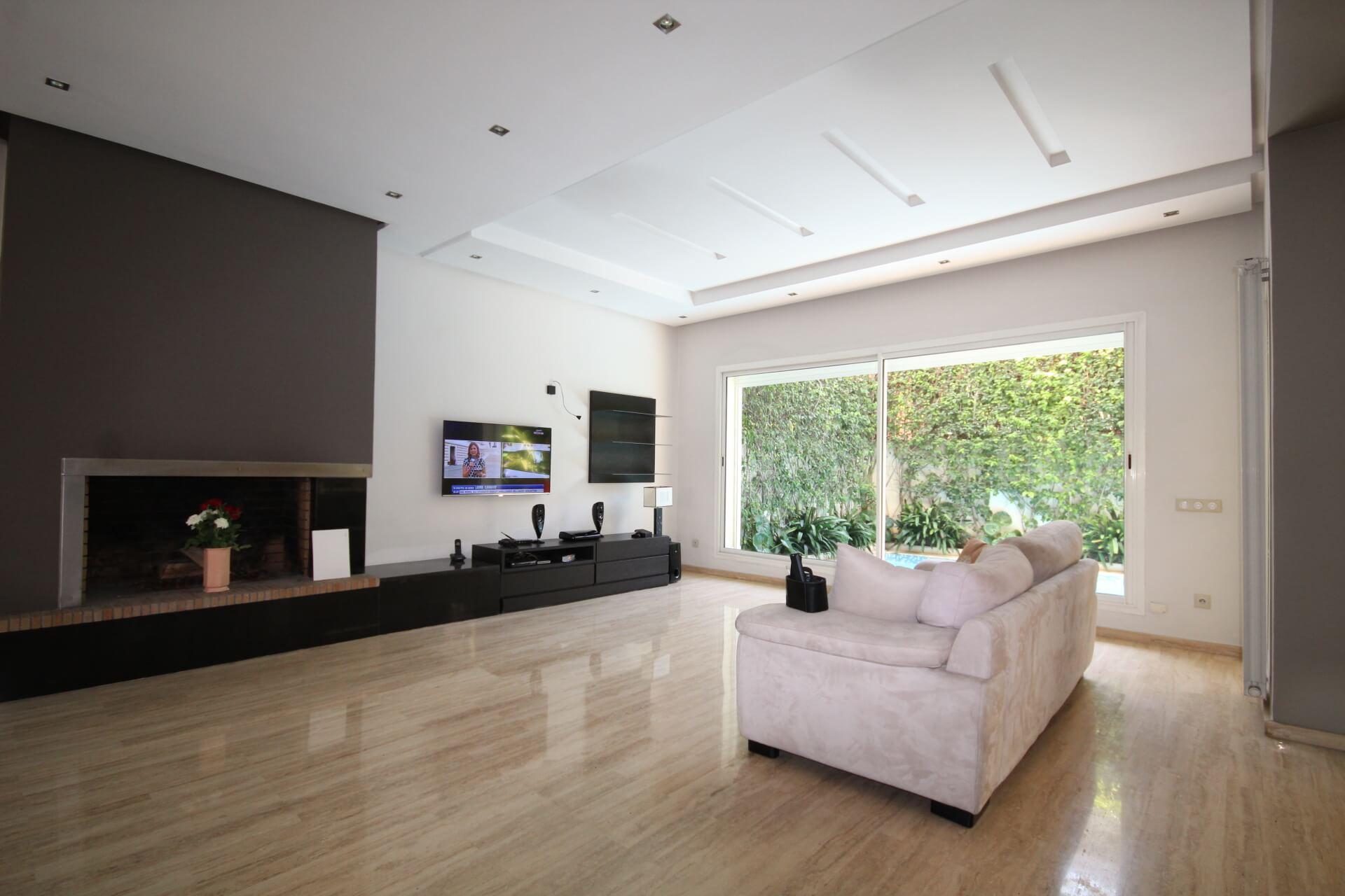 Villa de 5 chambres à vendre vide ou meublée sur Terrain 371 m² surface habitable 400 m²