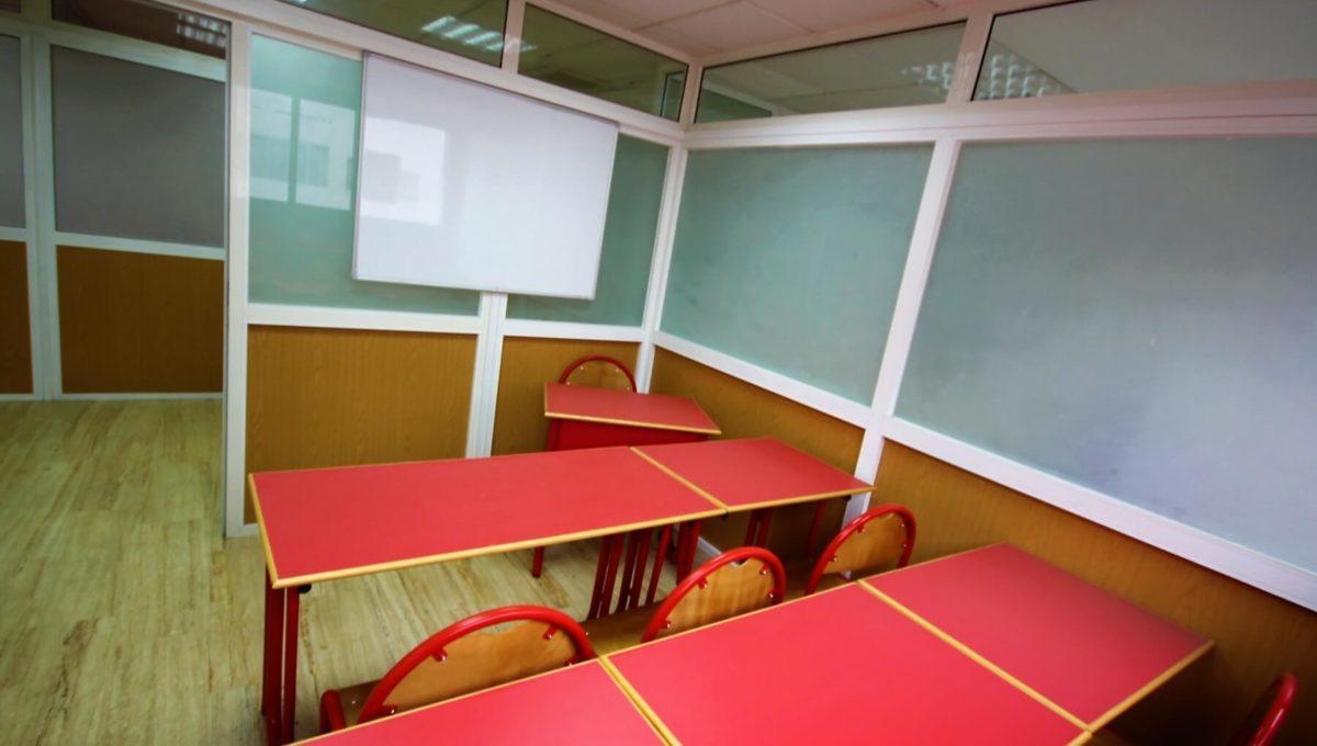 plateau-de-bureau-dans-immeuble-professionnel-005