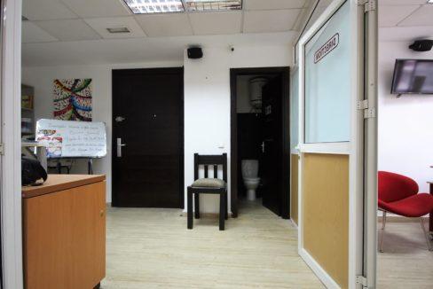 plateau-de-bureau-dans-immeuble-professionnel-009