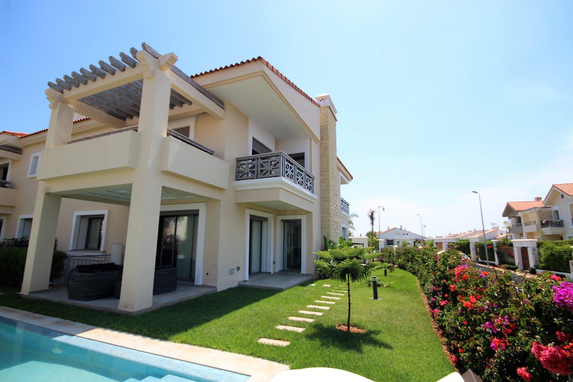 Dar Bouazza, Villa neuve très haut standing 405 m² piscine.