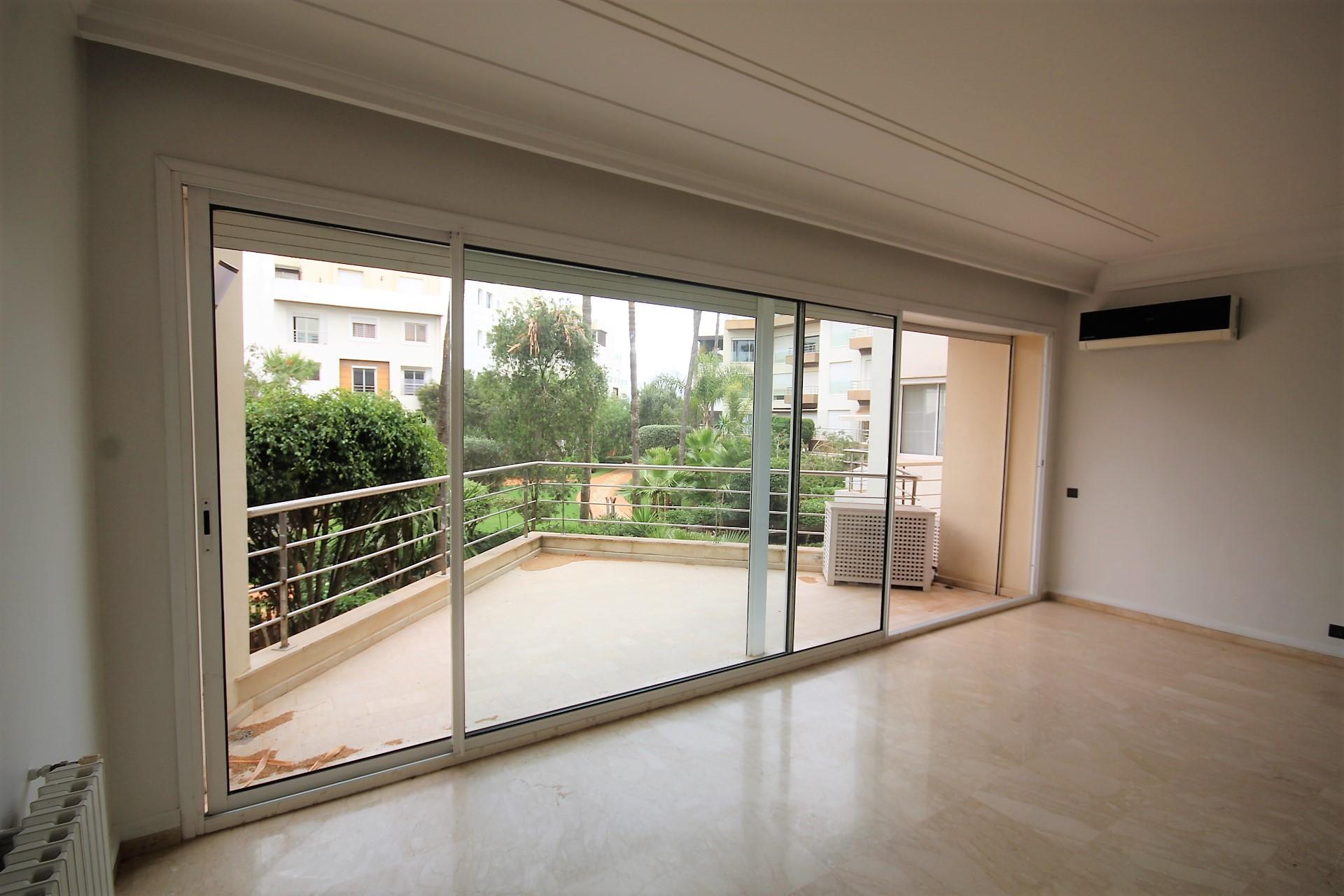 Casablanca, Ain Diab loue confortable appartement vue mer, terrasse, 200 m²