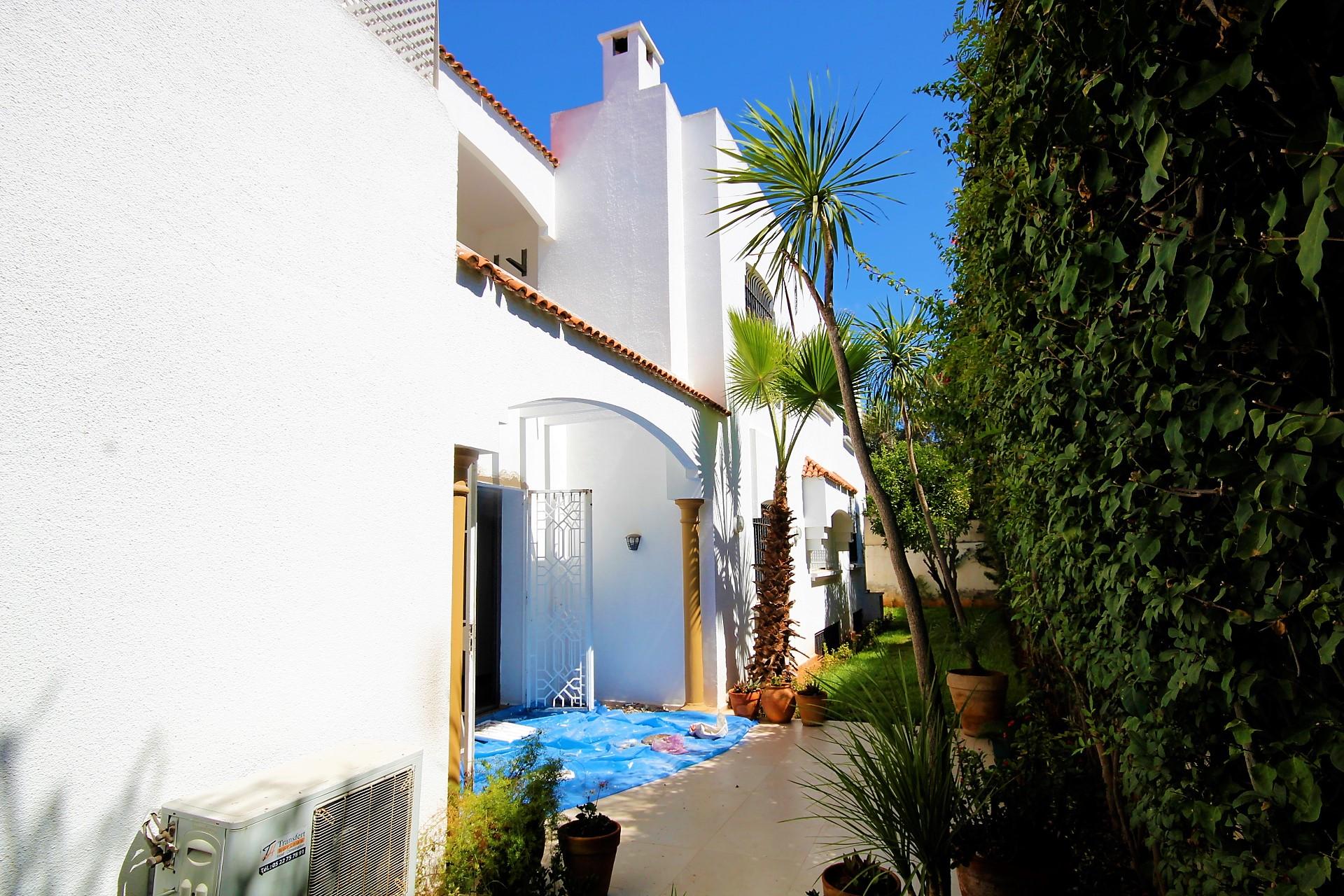 Maroc, Casablanca, CIL centre, loue coquette villa rénovée de 4 ch principales implantée sur terrain de 520 m²