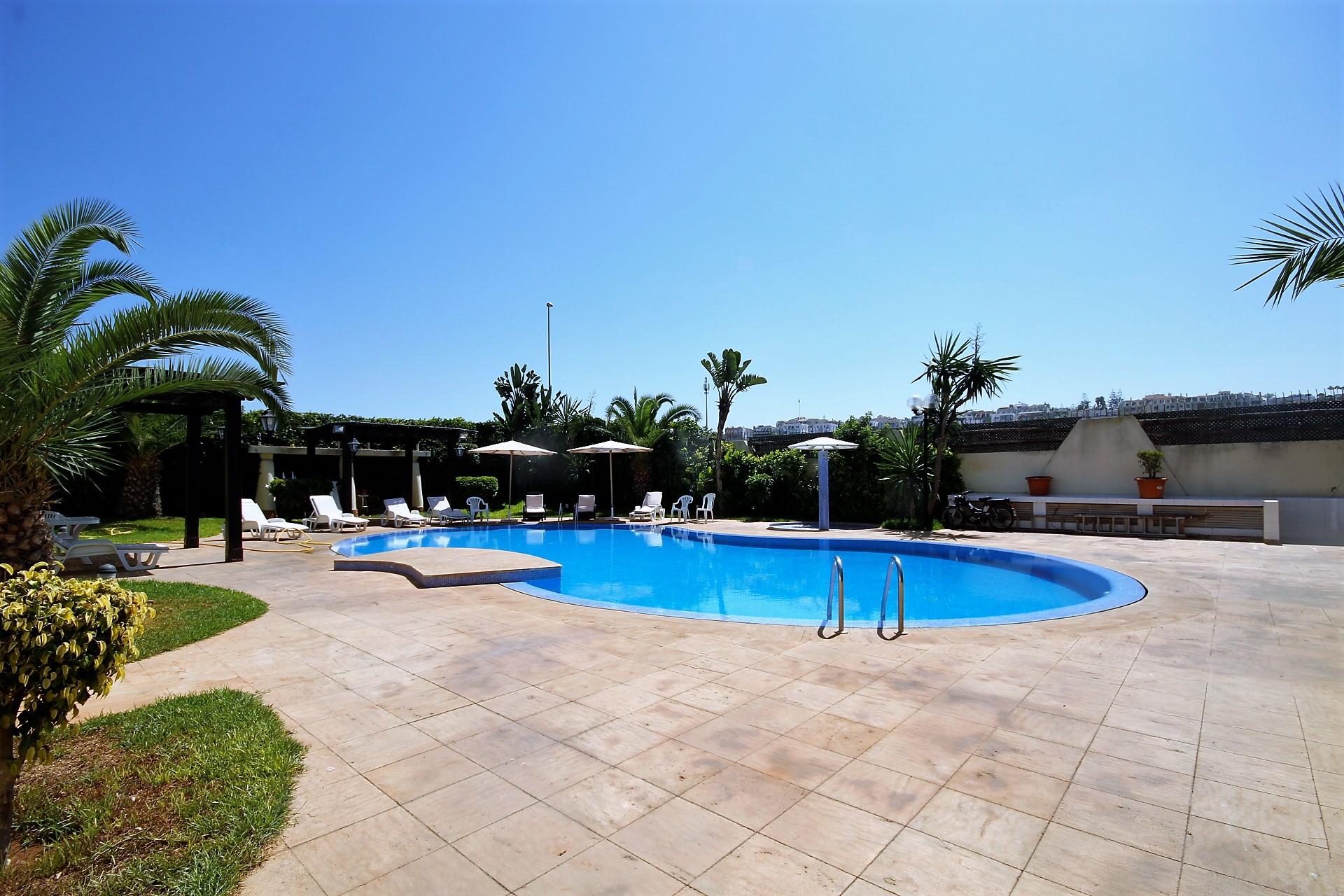 Maroc, Casablanca Ain diab (proche sindibad) loue charmante villa vue mer de 5 chambres de 480 m² dans résidence sécurisée.