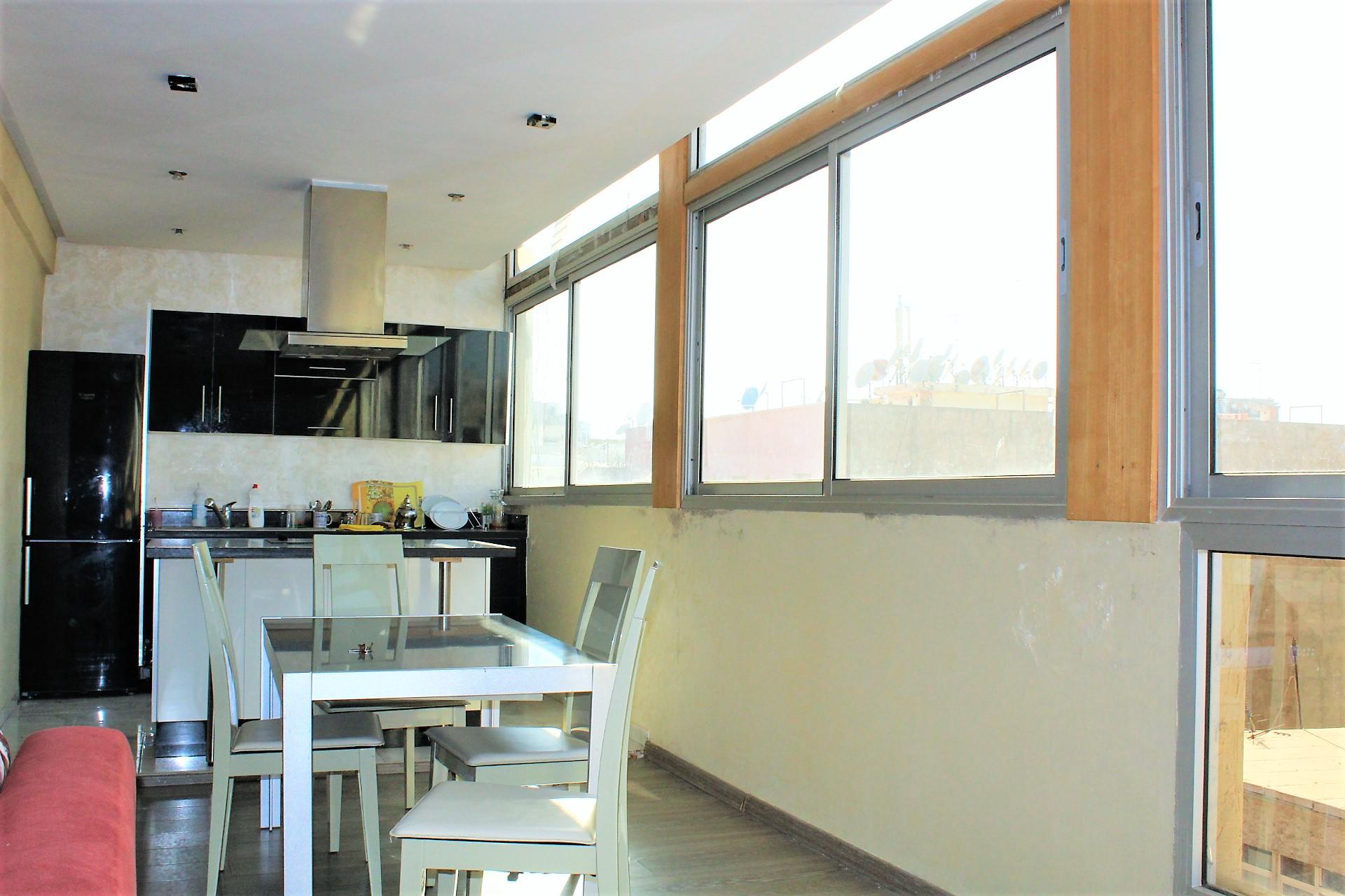 Maroc, Casablanca centre-ville, vend splendide appartement 92 M2 très ensoleillé,dernier étage