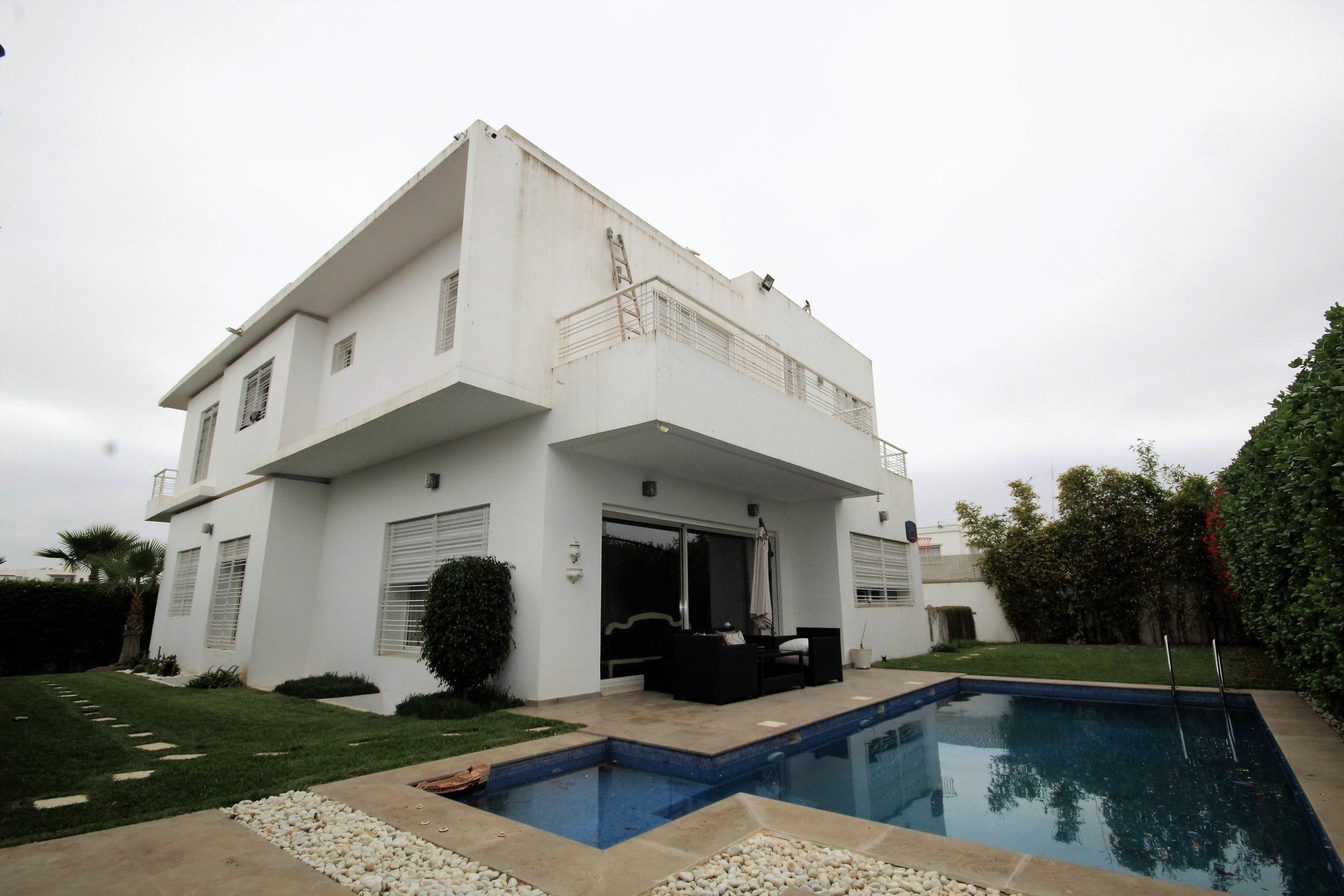 Maroc, Bouskoura village, vente de Villa individuelle moderne de 5 suites à 5 mn de Sidi Maarouf
